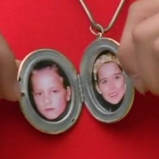 external image locket-andros-inside.jpg